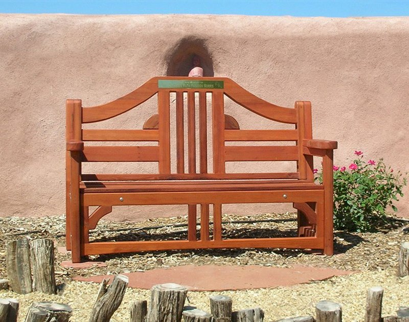 Alan's Bench (Options: 5 ft, Old-Growth Redwood, No Cushion, No Engraving, Plaque Provided by Customer, Transparent Premium Sealant). Photo Courtesy of Elsa P. of Albuquerque, NM.