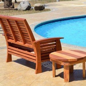 Marazul Loveseat (Options: Mature Redwood, No Cushion, Transparent Premium Sealant), Marazul Chair and Ashley Round Side Table.