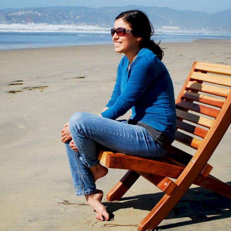 Portable Beach Chair (Options: Redwood, Transparent Premium Sealant).  Photo Courtesy of Ms. Gladys Carlotta, Ensenada, Mexico.