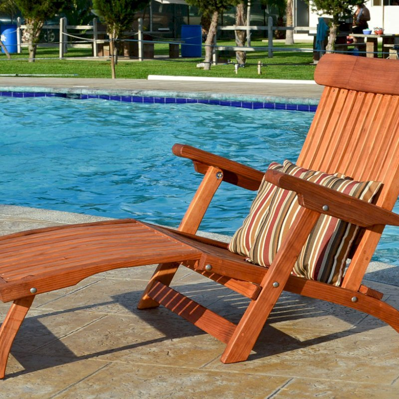 Steamer Chaise Lounger (Options: Honeymoon, Mature Redwood,  All-Weather Throw Pillows, No Wheels, Transparent Premium Sealant).
