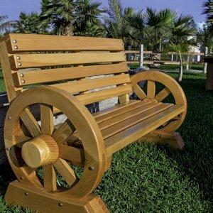 Wagon Wheel Bench (Options: 4 ft, Douglas-fir, No Cushion, No Engraving, Custom Urethane Finish).