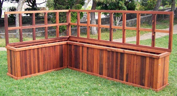 V-Shaped Heavy Duty Planter with 2-Foot Trellis - Mature Redwood - 96'L X 60'L